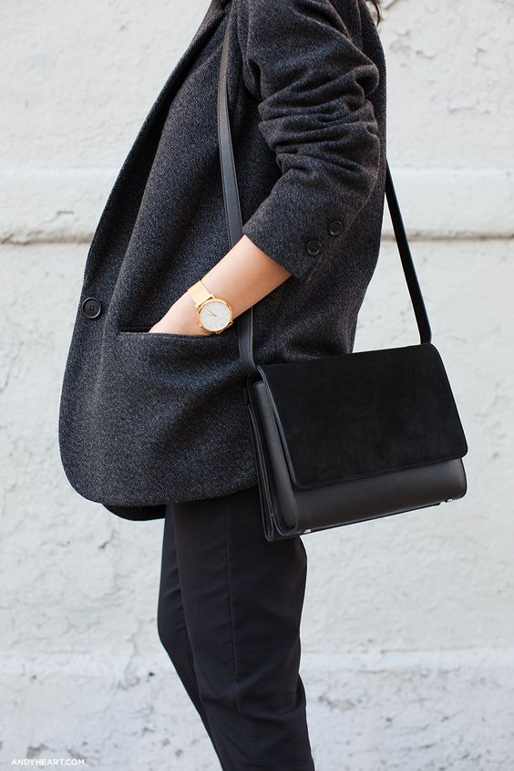 Bolsa cruzada minimalista de couro preta